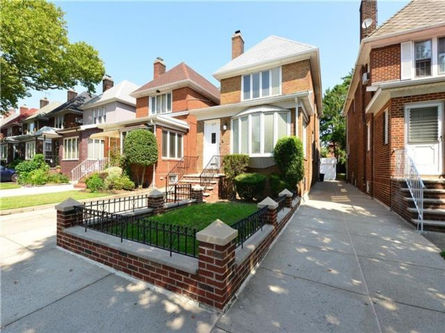 3 BR,  4.00 BTH  Single family style home in Bay Ridge