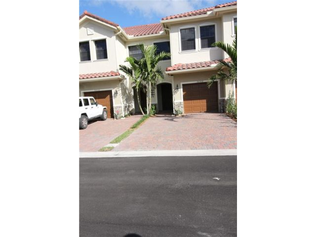 3 BR,  2.50 BTH Townhouse style home in Tamarac