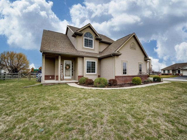 4 BR,  2.55 BTH 2 story style home in Perrysburg