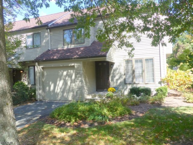 2 BR,  2.50 BTH Townhouse-end u style home in Roseland