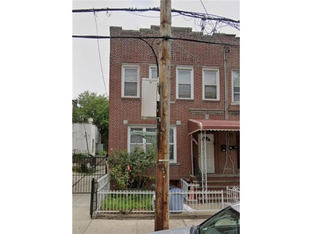5 BR,  4.00 BTH Multi-family style home in Sunset Park