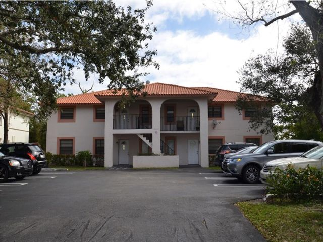 3 BR,  2.00 BTH Apartment style home in Coral Springs