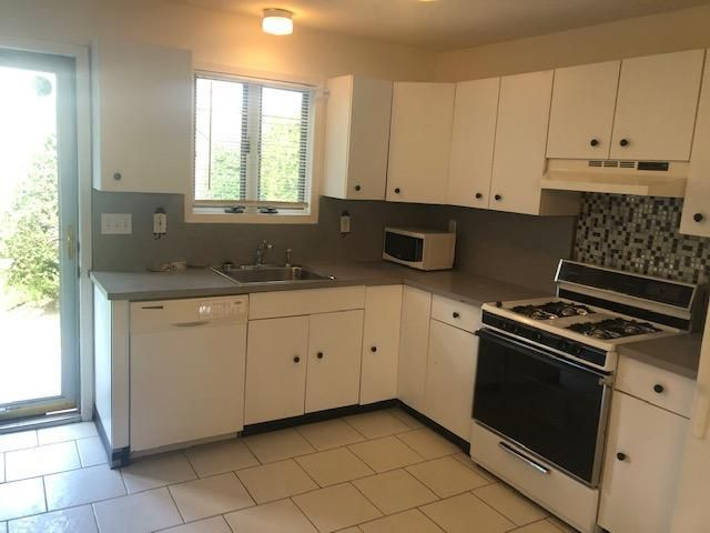 2 BR,  1.00 BTH  Apartment style home in Amityville