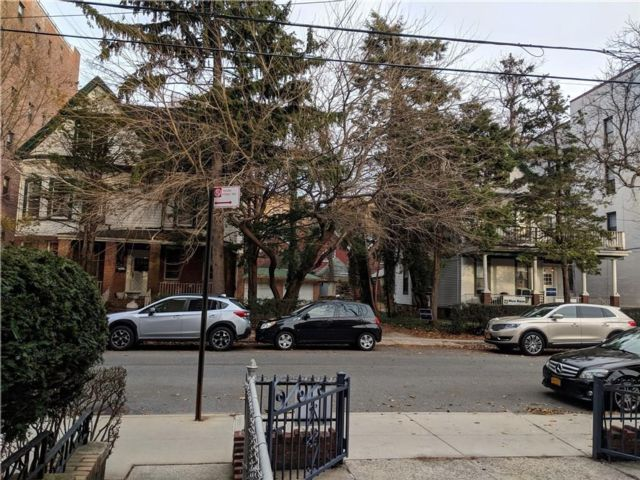 Lot <b>Size:</b>  Residential style home in Bay Ridge