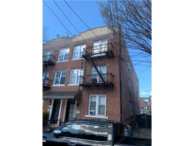 11 BR,  6.00 BTH Multi-family style home in Dyker Heights