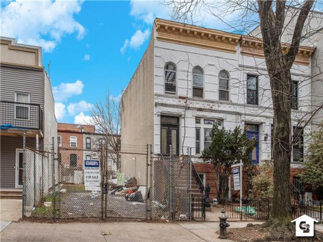 Lot <b>Size:</b> 23 x 100 Land style home in Bedford Stuyvesant