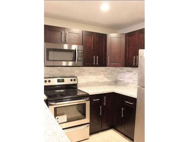 4 BR,  2.00 BTH Townhouse style home in North Lauderdale