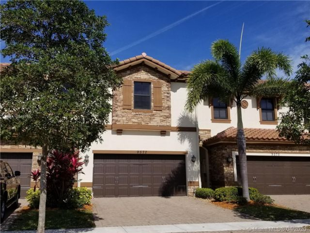 4 BR,  3.50 BTH Townhouse style home in Parkland