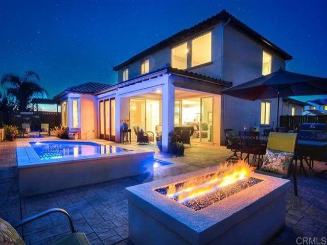 5 BR,  2.50 BTH  style home in Vista