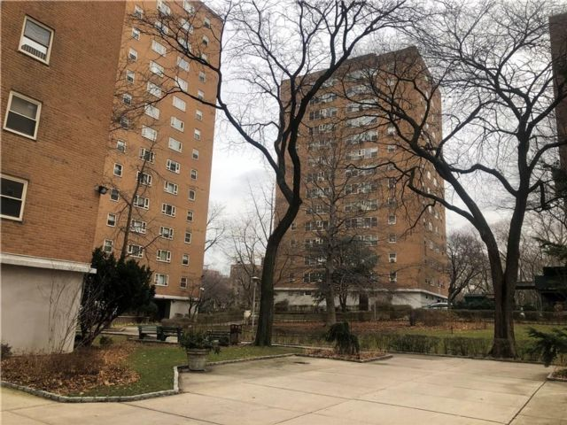 1 BR,  1.00 BTH Co-op style home in Fort Greene