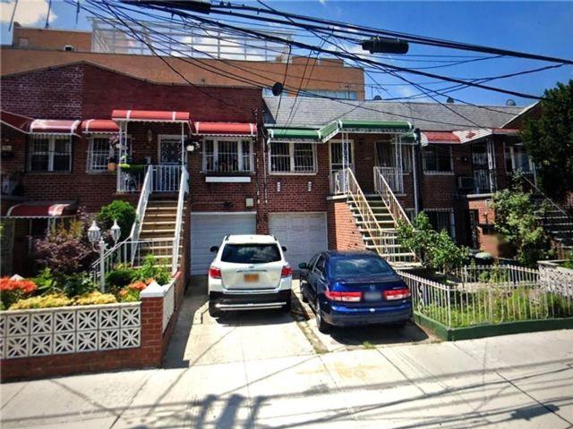 6 BR,  3.00 BTH Multi-family style home in Canarsie