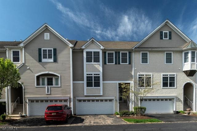 3 BR,  3.50 BTH Townhouse-inter style home in Mount Arlington