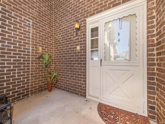 2 BR,  2.50 BTH  House style home in Clifton