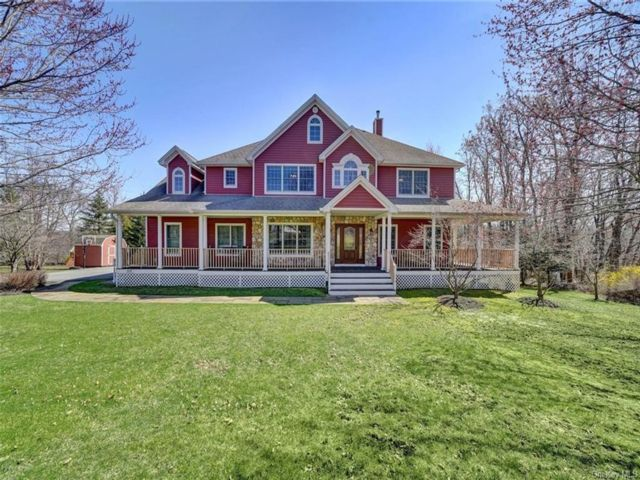 5 BR,  5.00 BTH Colonial style home in Cornwall