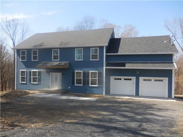 4 BR,  3.00 BTH Colonial style home in New Paltz
