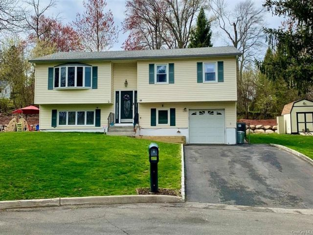 4 BR,  3.00 BTH Raised ranch style home in Clarkstown