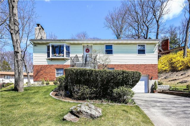 3 BR,  2.00 BTH Raised ranch style home in North Castle