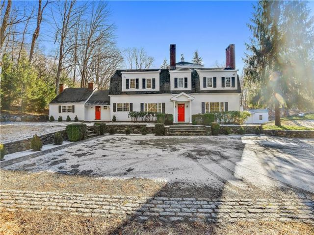 5 BR,  7.00 BTH Colonial style home in Bedford