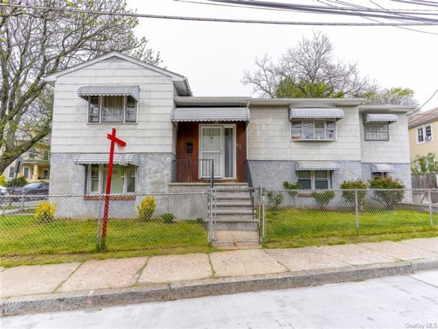 5 BR,  2.00 BTH House style home in Mount Vernon