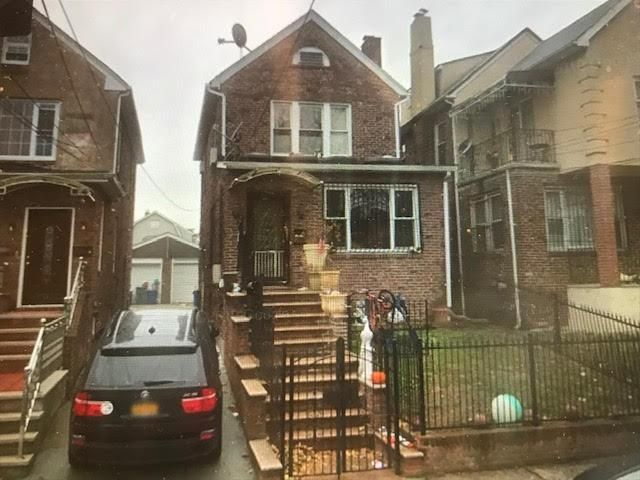 3 BR,  2.00 BTH  style home in Flushing