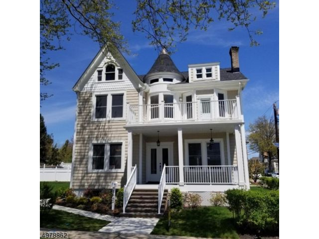 4 BR,  2.50 BTH Colonial style home in Perth Amboy