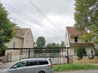 Lot <b>Size:</b>   Land style home in Jerome Avenue