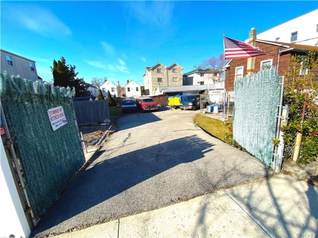 Lot <b>Size:</b>  Land style home in Throggs Neck