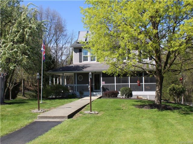 4 BR,  3.00 BTH  Colonial style home in Plattekill