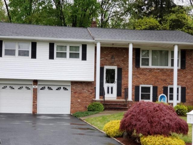 3 BR,  2.50 BTH Bi-level style home in Fairfield