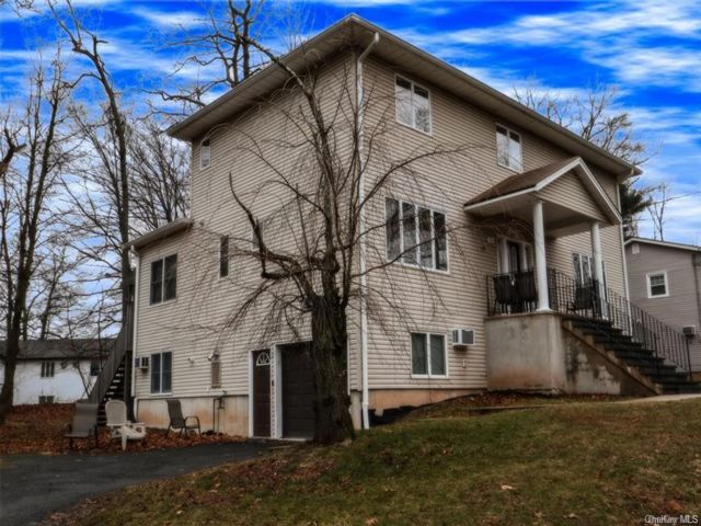 8 BR,  7.00 BTH Colonial style home in Ramapo