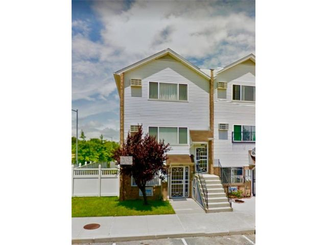 5 BR,  4.00 BTH 2 story style home in Cornell