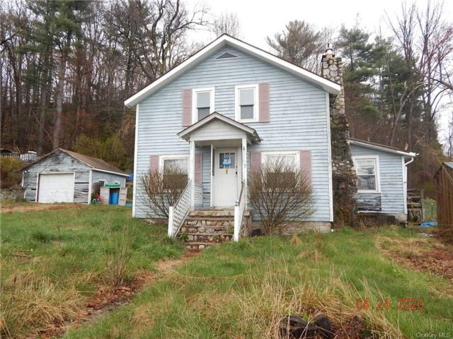 4 BR,  1.00 BTH  Cape style home in Wawarsing