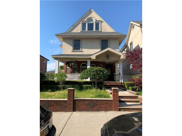 5 BR,  5.00 BTH  Single family style home in Bay Ridge