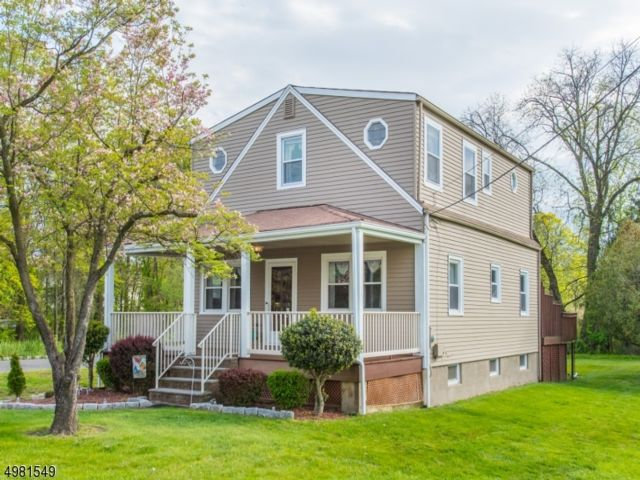 3 BR,  2.00 BTH Colonial style home in Fairfield