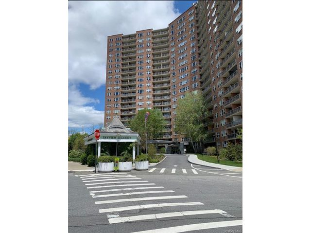 2 BR,  1.00 BTH  High rise style home in Riverdale