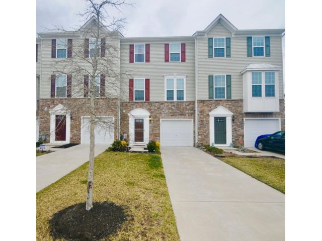 3 BR,  2.50 BTH Townhouse style home in Clementon