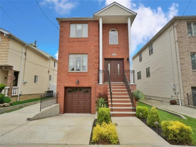 4 BR,  4.00 BTH Single family style home in Great Kill