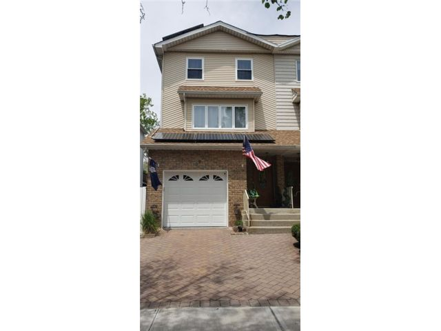 4 BR,  4.00 BTH Single family style home in Annadale