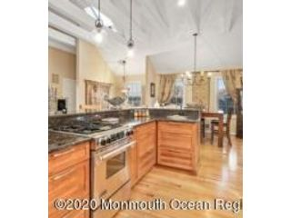 4 BR,  3.50 BTH Contemporary style home in Bayville