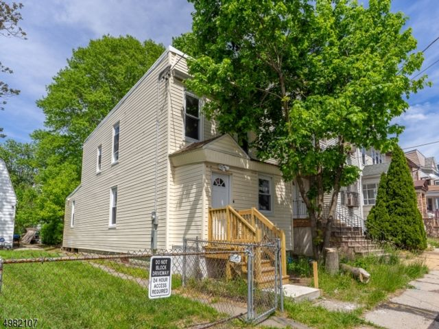 3 BR,  1.50 BTH  Colonial style home in Irvington