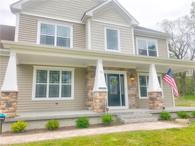 4 BR,  3.00 BTH Colonial style home in Cornwall