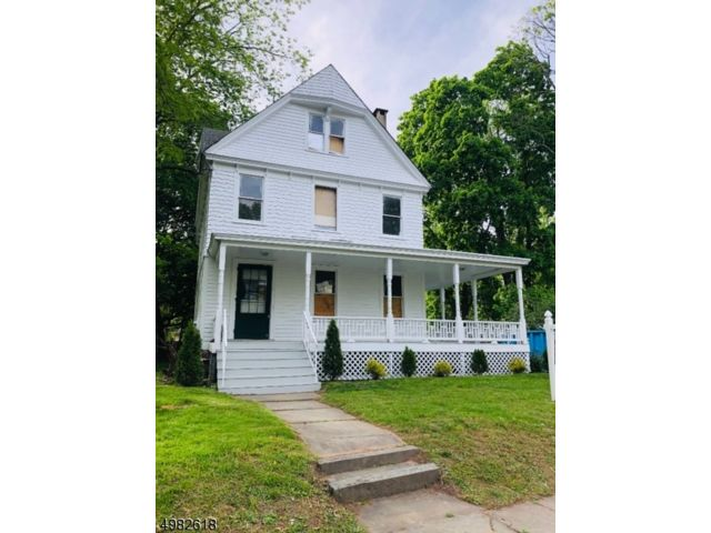 5 BR,  2.50 BTH  Colonial style home in Plainfield