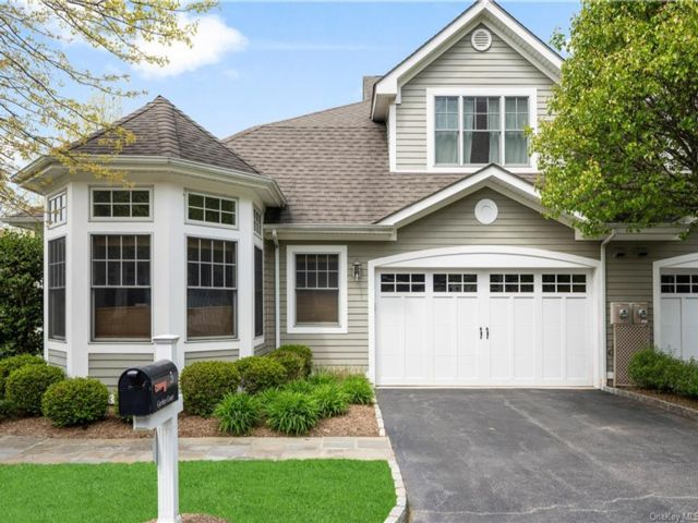 3 BR,  5.00 BTH Townhouse style home in Mount Kisco