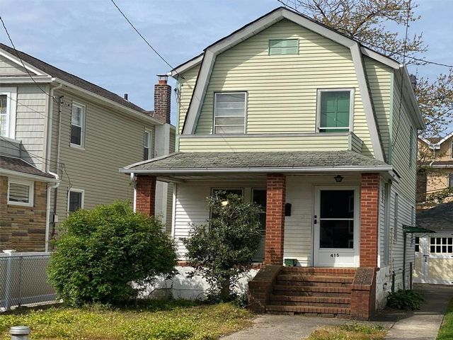 3 BR,  1.50 BTH  style home in Belle Harbor