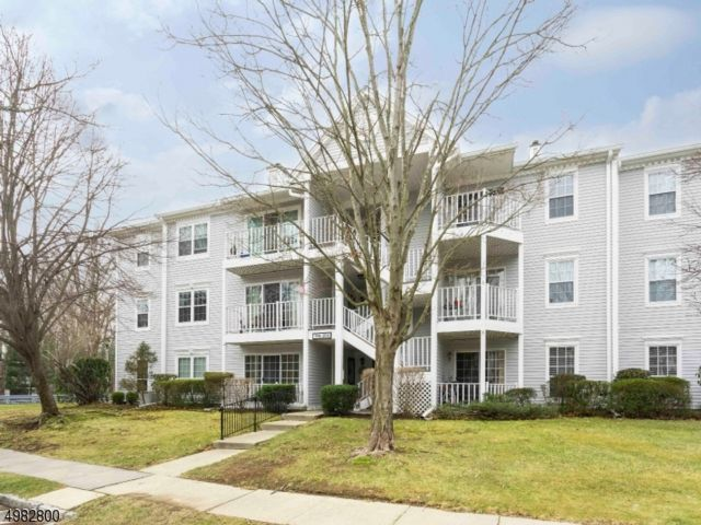 2 BR,  2.00 BTH  One floor unit style home in Mahwah
