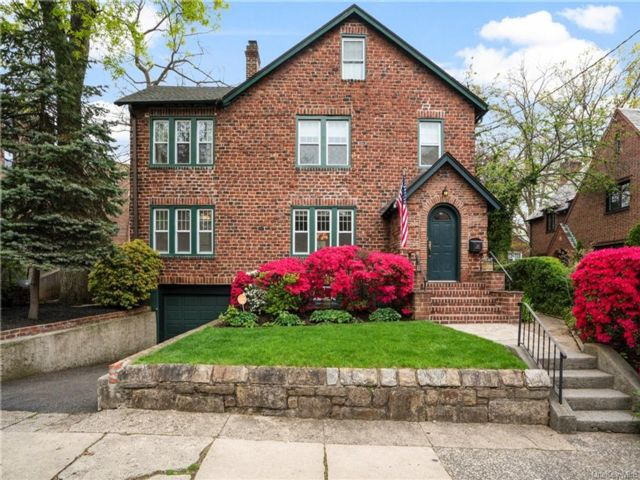 3 BR,  3.00 BTH Colonial style home in Mount Vernon
