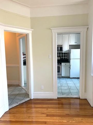 2 BR,  1.00 BTH Apartment style home in Long Island City