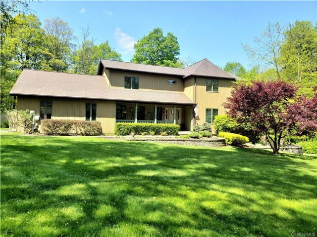 5 BR,  4.00 BTH Colonial style home in Cornwall