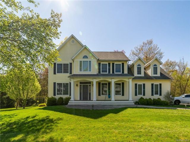 4 BR,  3.00 BTH Colonial style home in Ramapo