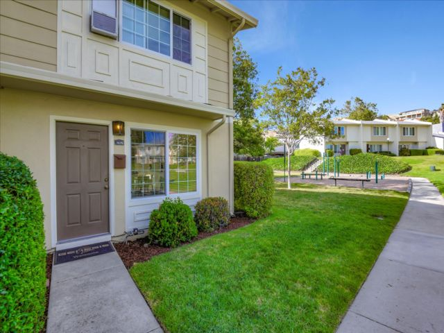 2 BR,  1.50 BTH  Townhouse style home in San Jose